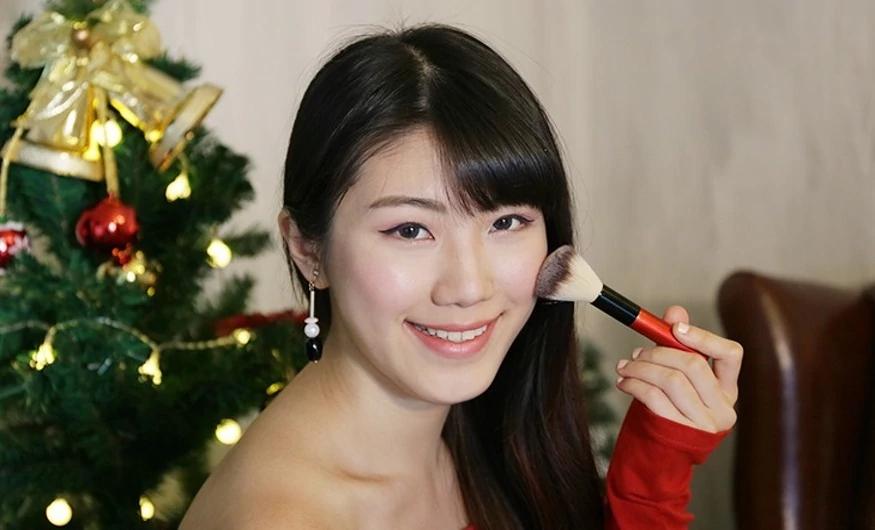 1211-pic_2_Asian-Model.jpg