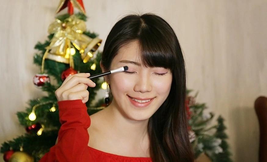 1211-pic_3_Asian-Model.jpg